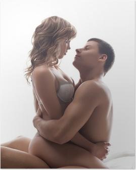 Poster Paar speelse liefhebbers zitten in bed - seksuele spelletjes