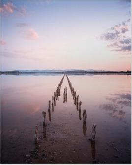 Poster Polonais en perspective sur l'étang, au coucher du soleil dans le calme et le silence le concept d'un calme parfait
