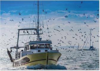 Retour de pêche d'un chalutier. Poster