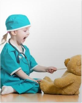Poster Schattig kind verkleed als arts spelen met speelgoed over wit