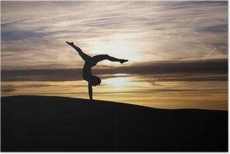 Poster Silhuett av gymnast i solnedgång