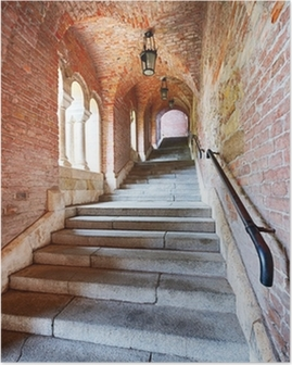 Poster Vieux escaliers sous un tunnel de briques