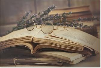 Poster Vieux livres ouverts sur la table en bois