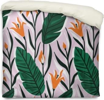 Poszewka na kołdrę Wektor wzór z jasnych tropikalnych kwiatów i liści palmowych. ręcznie rysowane tła.