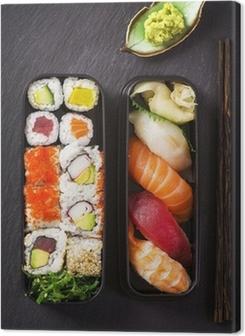 Premiumbilder Bento box mit Sushi und rullar