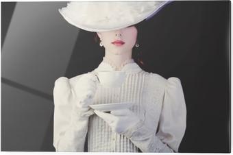 Print op glas Vrouw in witte victoriaanse tijdperk kleding met een kopje thee