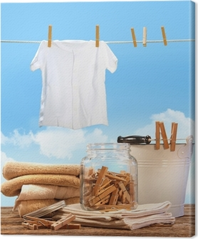 Quadro su Tela Giorno lavanderia con asciugamani, mollette sul tavolo