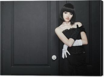 de0c522182 Moda ritratto di giovane donna bella in abito nero