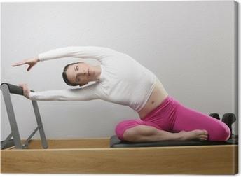 Quadro su Tela Palestra pilates donna si estende sport in letto riformatore