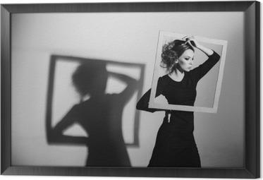 Quadro com Moldura Quadro Сharismatic mulher em suas mãos, pose da forma, foto preto e branco, tiro do estúdio negatividade, a solidão, o divórcio, a dor, a depressão