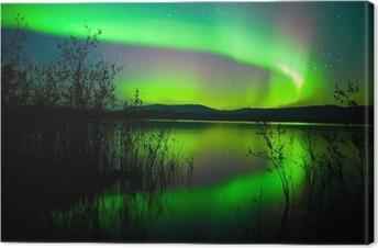 Quadros em tela premium Northern lights mirrored on lake