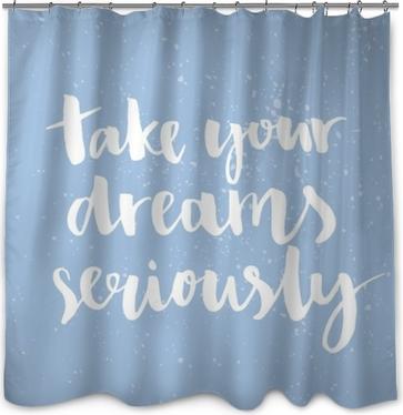 Prenez vos rêves au sérieux. citation inspirante manuscrite avec l'encre et la brosse, lettrage personnalisé pour des affiches, des T-shirts et des cartes. calligraphie de vecteur sur fond bleu pastel Rideau de Douche