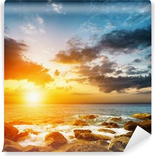 Samolepicí Fototapeta Amazing obloha nad mořem. Západ slunce na šířku