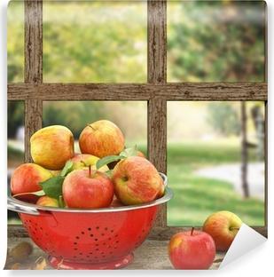Samolepicí Fototapeta Jablka v cedníku na dřevěné okna s výhledem na