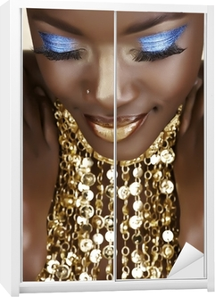 Schrankaufkleber Afrikanische Frau mit Gold