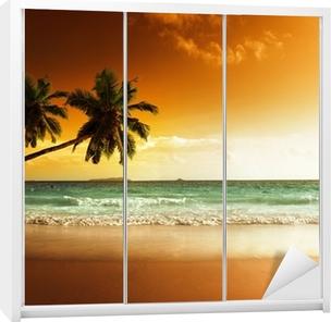 Schrankaufkleber Sonnenuntergang am Strand von caribbean sea