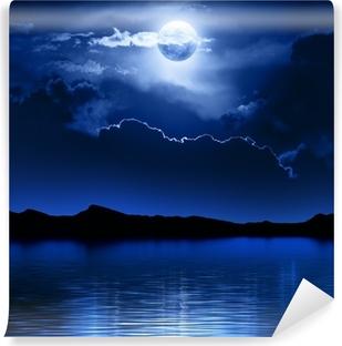 Selbstklebende Fototapete Fantasie-Mond und Wolken über Wasser