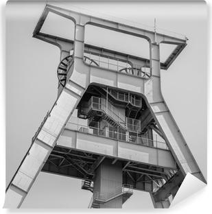Selbstklebende Fototapete Förderturm schwarz-weiß