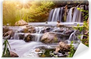 Selbstklebende Fototapete Wasserfall bei Sonnenuntergang