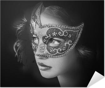 Selbstklebendes Poster Close up Portrait der Frau in der geheimnisvollen venezianischen Maske