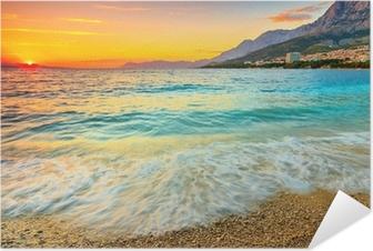 Selbstklebendes Poster Erstaunlich Sonnenuntergang über dem Meer, Makarska, Kroatien