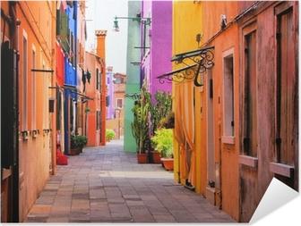 Selbstklebendes Poster Farbenfrohe Straße in Italien