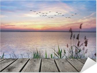 Selbstklebendes Poster Holzsteg bei Sonnenuntergang