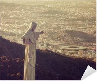 Selbstklebendes Poster Luftbild von Christus Statue Blick auf Maracana-Stadion