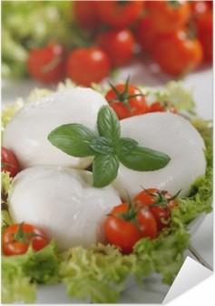 Selbstklebendes Poster Mozzarella di Bufala italiana con pomodorini di pachino