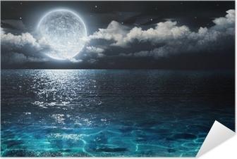 Selbstklebendes Poster Romantisch und landschaftlich Panorama mit Vollmond auf dem Meer bis in die Nacht