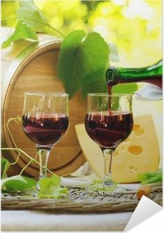 Selbstklebendes Poster Rotwein und Käse. Romantische Mittagessen im Freien.