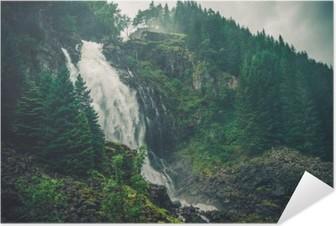 Selbstklebendes Poster Scenic Norwegischer Wasserfall