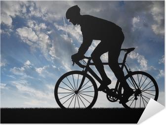 Selbstklebendes Poster Silhouette der Radfahrer fahren ein Rennrad bei Sonnenuntergang