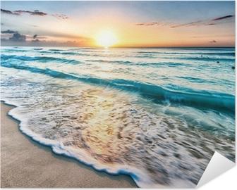 Selbstklebendes Poster Sonnenaufgang über Cancun Beach
