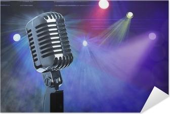 Selbstklebendes Poster Vintage-Mikrofon auf der Bühne