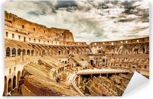 Selvklebende fototapet Inne i Colosseum i Roma, Italia