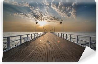 Självhäftande Fototapet Soluppgång på piren vid havet, Gdynia Orlowo,