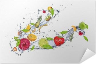 Självhäftande Poster Mix av frukt i vattenstänk, isolerad på vit bakgrund