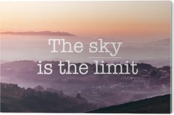Stampa su Plexiglass Il cielo è il limite, sfondo di montagne nebbiose