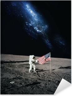 Pixerstick Sticker Astronaut lopen op de maan. Elementen van deze afbeelding geleverd door N