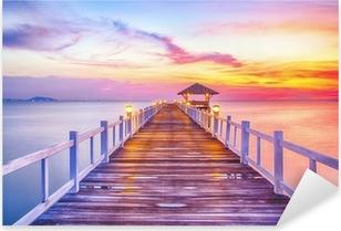 Pixerstick Sticker Beboste brug in de haven tussen zonsopkomst