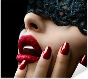 Sticker Pixerstick Belle femme avec un masque de dentelle noire sur les yeux