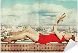 Sticker Pixerstick Belle femme en robe rouge avec le livre sur le toit