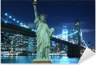 Pixerstick Sticker Brooklyn Bridge en het Vrijheidsbeeld bij nacht