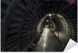 Sticker Pixerstick Charbon machines de la mine: convoyeur à bande dans le tunnel souterrain