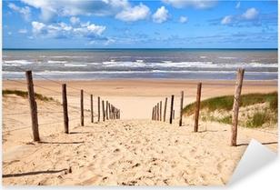 Sticker Pixerstick Chemin de la plage de sable par la mer du Nord