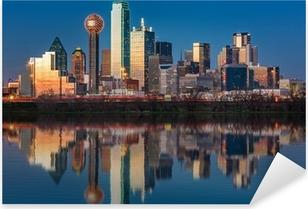 Pixerstick Sticker Dallas skyline weerspiegeld in Trinity River bij zonsondergang