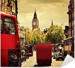 Pixerstick Sticker Drukke straat van Londen, Engeland, het Verenigd Koninkrijk. Rode bussen, de Big Ben