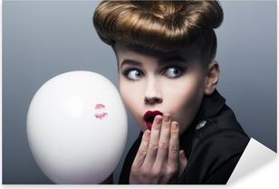 Pixerstick Sticker Expressie. Verrast pin-up shopper meisje met ballon