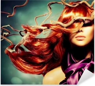 Pixerstick Sticker Fashion Model Portret van de Vrouw met lang krullend rood haar